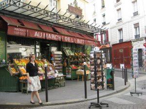 """La jolie Cathy, chez au Marche de la But de la Montagne (fruit stand from """"Amélie"""")"""